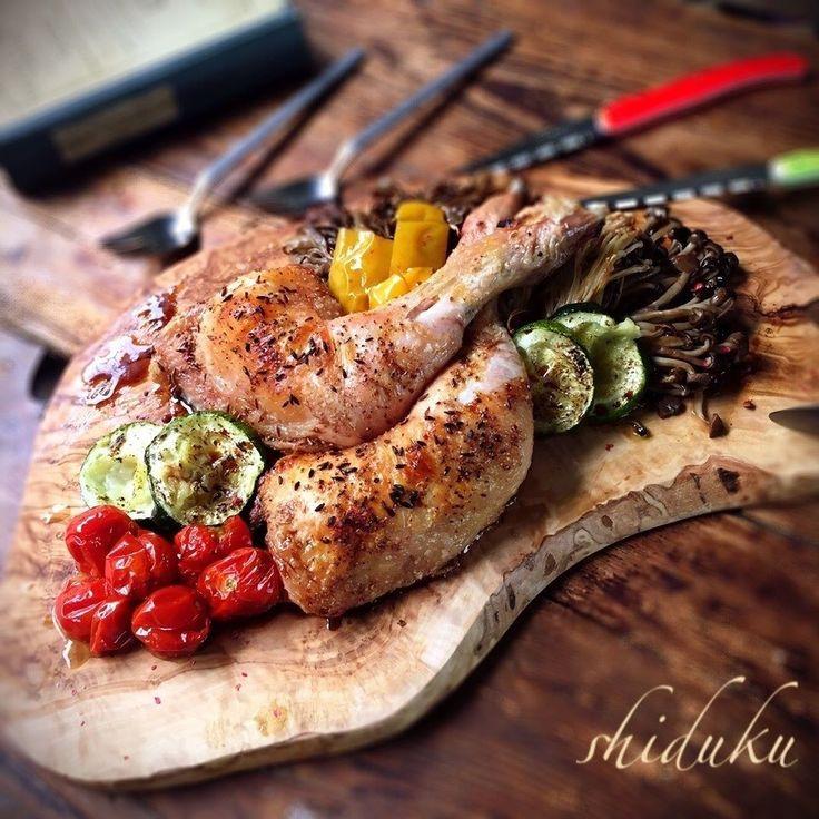 Shiduku Egawaさんの実家から届いた地鶏で 鶏もも肉のクミン風味 グリル野菜添え 年代物のバルサミコと やっぱ めっちゃ 美味しい 皮パリパリにクミンの風味が夏に最高 夜は少人数パーリー にしても 久 にアップした 笑 #snapdish #foodstagram #instafood #food #homemade #cooking #japanesefood #料理 #手料理 #ごはん #おうちごはん #テーブルコーディネート #器 #お洒落 #ていねいな暮らし #暮らし #チキン #クミン #グリル #鶏もも肉 #バルサミコ #グリル野菜 #パーティー料理 #クリスマス