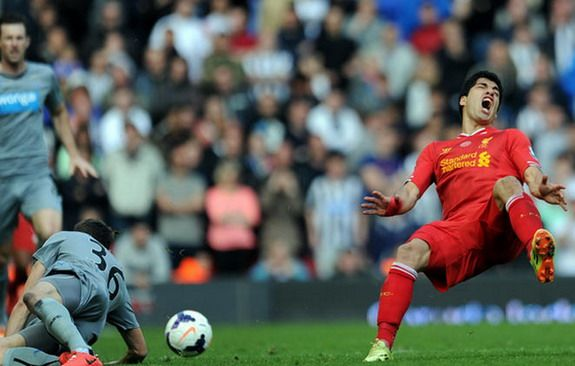 Newcastle's Paul Dummett getting online death threats from Uruguay fans over Luis Suárez injury