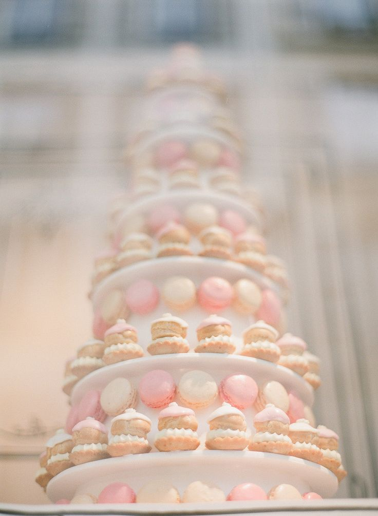 Pretty macarons. Photography by Lexia Frank Photography / lexiafrank.com