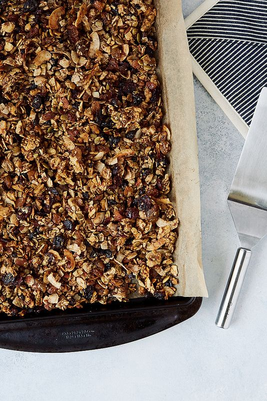 How-To Make Grain-free Granola {Paleo-friendly} - Tasty Yummies