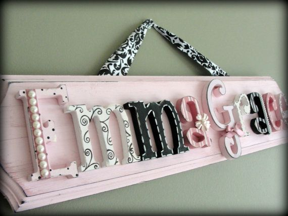 name: Baby Names, Names Plaques, Shower Gifts, Gifts Ideas, Chic Letters, Letters Crafts, Names Signs, Doors Signs, Wooden Letters