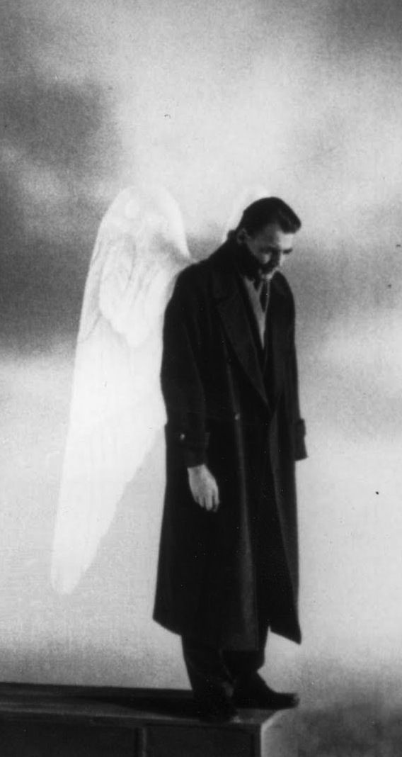 Der Himmel über Berlin (wings of desire) - Wim Wenders (1987) Longing. Longing for a wave of love that would stir in me. That's what makes me clumsy. The absence of pleasure. Desire for love. Desire to love.