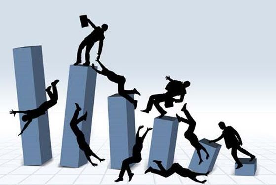Un capricho es un fenómeno de corto plazo que puede ser rentable, pero no dura lo suficiente como para producir algo estable a la empresa. Los caprichos en corto plazo aumentan vertiginosamente y en ese mismo plazo disminuyen, en cambio las tendencias suelen aumentar a un largo plazo y con el se convierten en algo estable para la empresa y no tienden a disminuir.