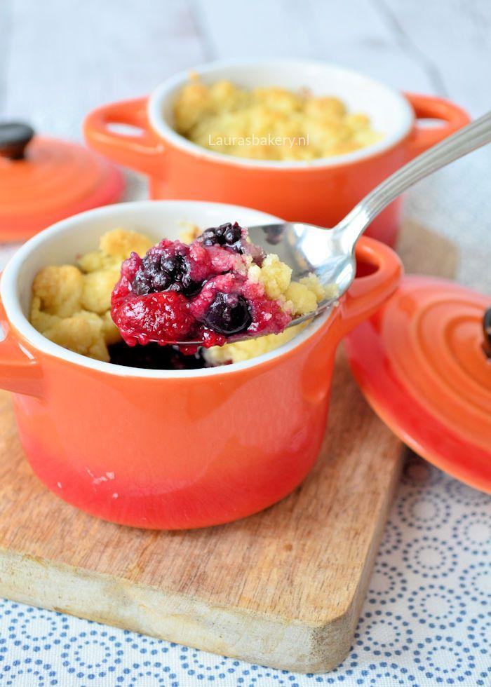 Een ideale manier om fruit op te maken is om er een crumble van te maken. Dat is precies wat ik deed voor deze rood fruit crumble. Lees hier het recept.