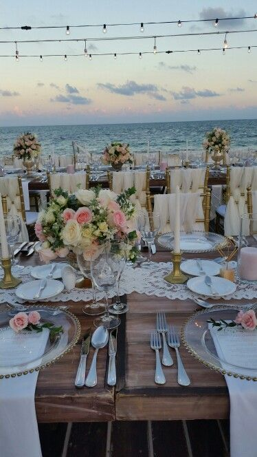 Pretty reception table with a gorgeous beach sunset #DreamsRivieraCancun #Mexico #Destinationwedding