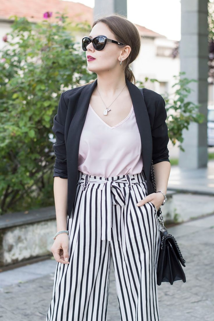 STRIPES: PANTALONI A RIGHE, QUALI SCEGLIERE E COME ABBINARLI www.ellysa.it #stripes #trendy #culotte #fashion #outfitoftheday