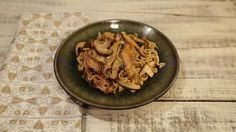 Why order out when you could make this delicious Chicken Lo Mein in house  ingredients MARINADE FOR THE CHICKEN: 1 tablespoon ginger (peeled and grated) 1 tablespoon honey 1 tablespoon rice wine vinegar 1 tablespoon reduced sodium soy sauce 1 tablespoon toasted sesame oil 1 teaspoon cornstarch 4 boneless, skinless chicken thighs