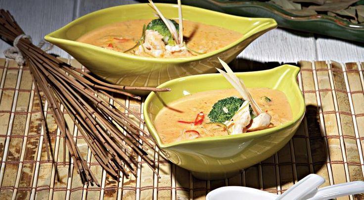 Тайский суп с курицей и красной пастой карри