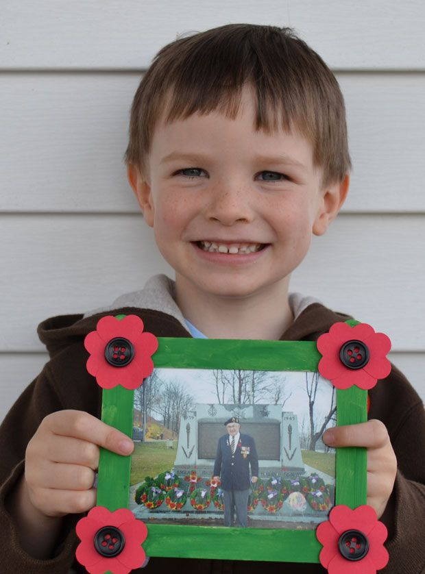 Sweet and simple Remembrance Day frame for kids to make and help honour veterans in the family!