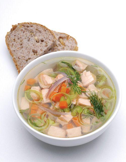 En smakfull og god suppe med laks og grønnsaker. Her får du en porsjon av det sunne fettet med på kjøpet!