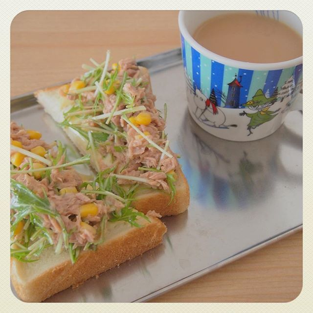 0207erigm..* * * #OLYMPUS #オリンパス #カメラ #カメラ女子 #おうちごはん #ふみ飯 #朝食 #morning #いつかティファニーで朝食をごっこ #いつかティファニーで朝食を #朝食女子 #ムーミンマグ #ミルクティー #ロイヤルミルクティー #ソイミルクティー #オープンサンド #japan #37w2d