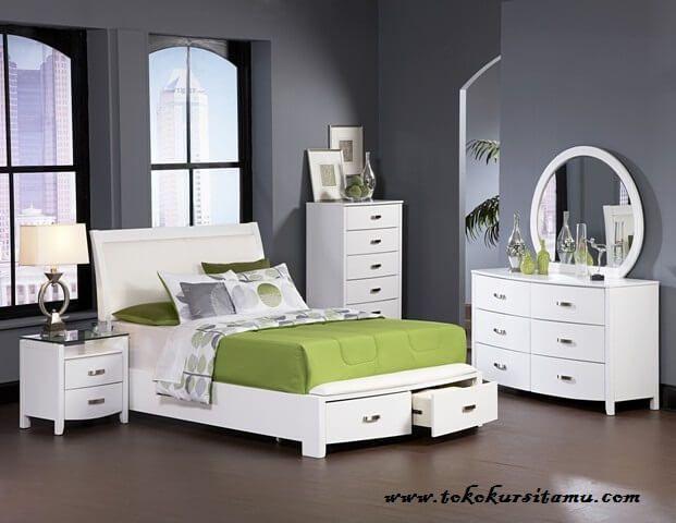 Tempat Tidur Minimalis Duco TTJ-002 terbuat dari material kayu mahooni yang disempurnakan dengan finishing duco menjadikan fresh kamar anda.
