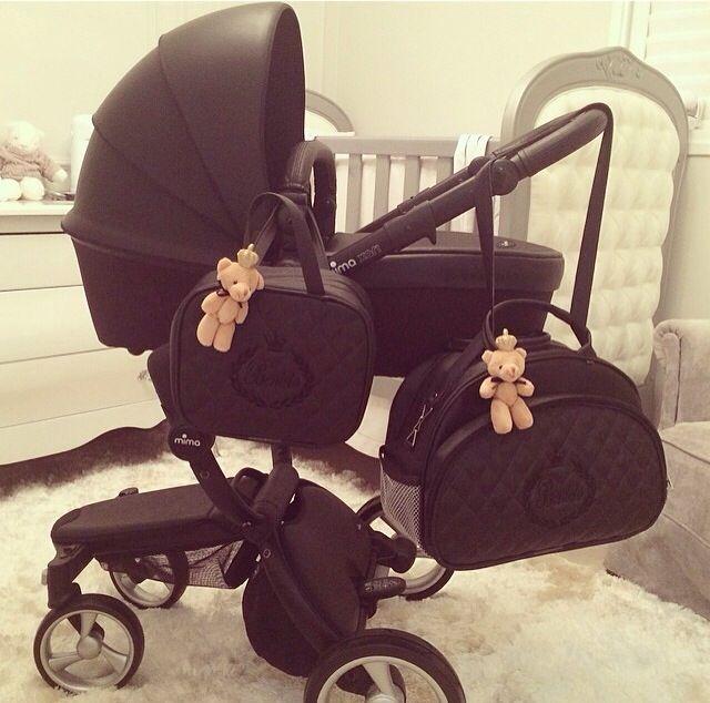 Carrinho e bolsa de bebê pretos