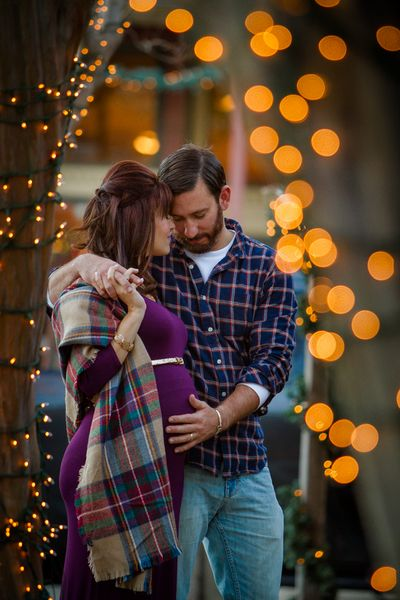 Winter maternity session complete with twinkly lights? yes please! What to wear for maternity session, ideas for maternity, posing for maternity photography