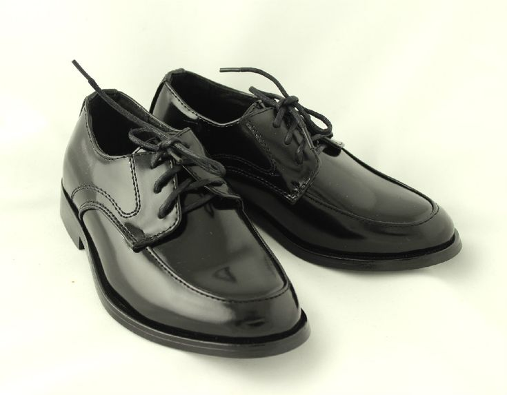 Patent Shoes Elias to match with your outfit.