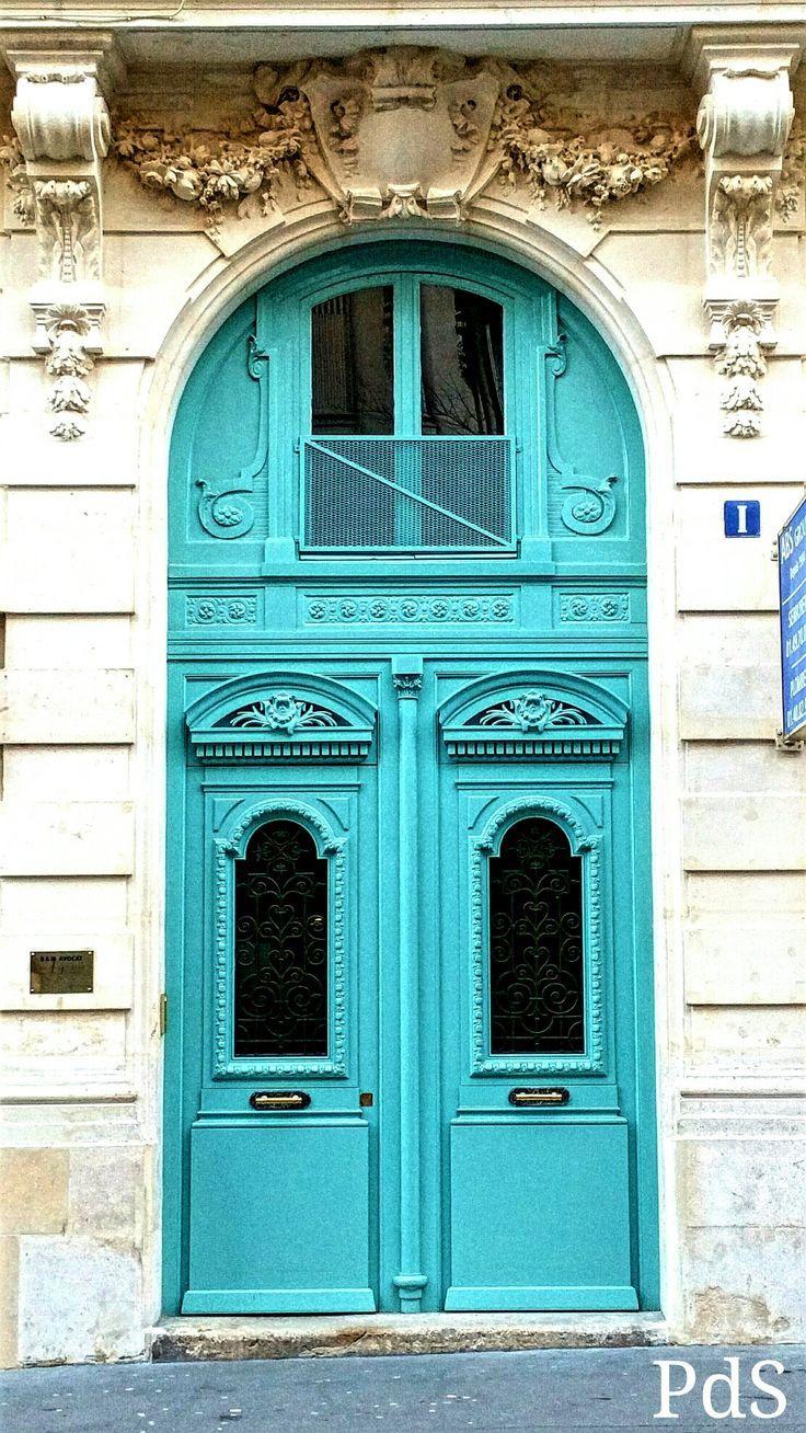 antique blue door   Una porta turchese nella Rue de Maubeuge
