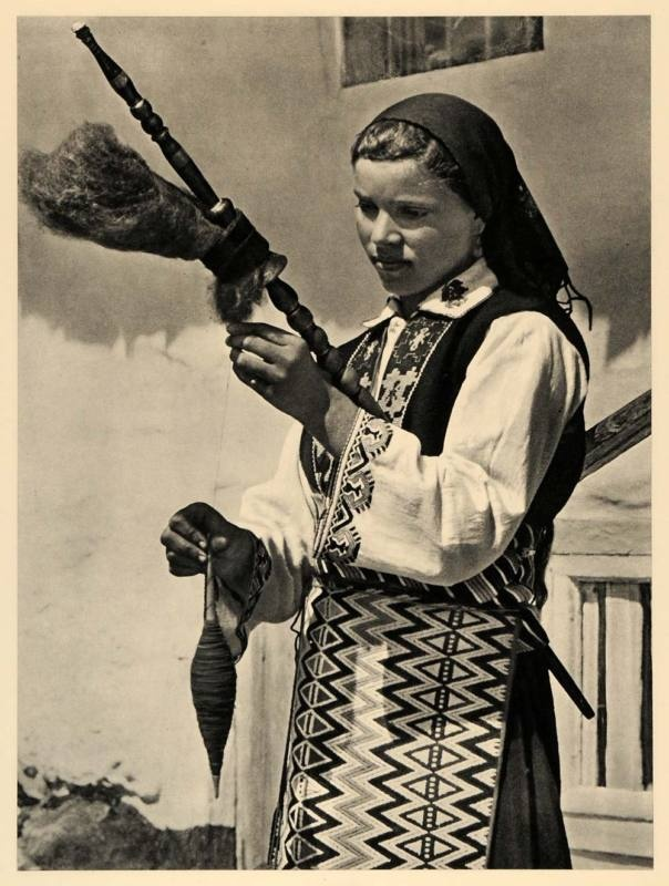 1943 Bulgaria Girl Spindle Traditional Outfit Costume - ORIGINAL PHOTOGRAVURE