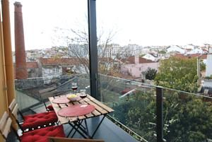 54 Santa Catarina Apartments features luxurious and bright accommodation, 800 metres from Chiado, Lisbon's downtown area.