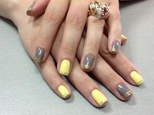 Золотой маникюр, серо-желтый маникюр с золотистыми полосками