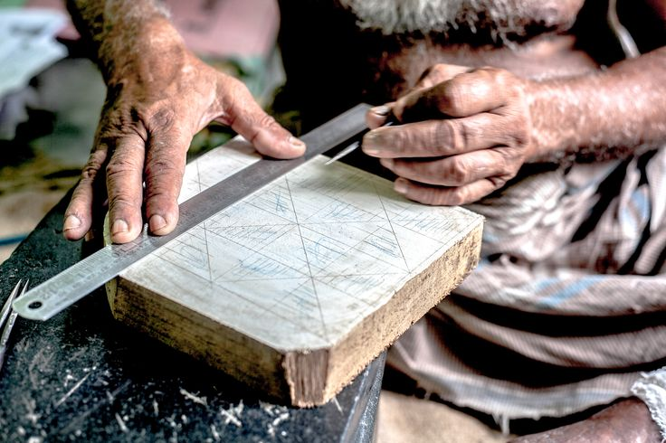 Chippas carving wood blocks for our textile designs! #ashblockprinting#blockprinting #blockprinted#woodblockprinting #fabricprinting #blockprintingonfabric #textiledesign #textiles#woodblock #woodcarving #handmade #handprinted #zipperpouch #pattern #fabric  #process