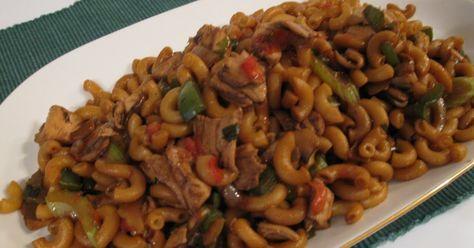 Qui n'a pas sa recette de Macaroni chinois? ça faisait des lunes que j'en avais pas fait, avec mes souvenirs voici celle que j'ai cuisiné av...