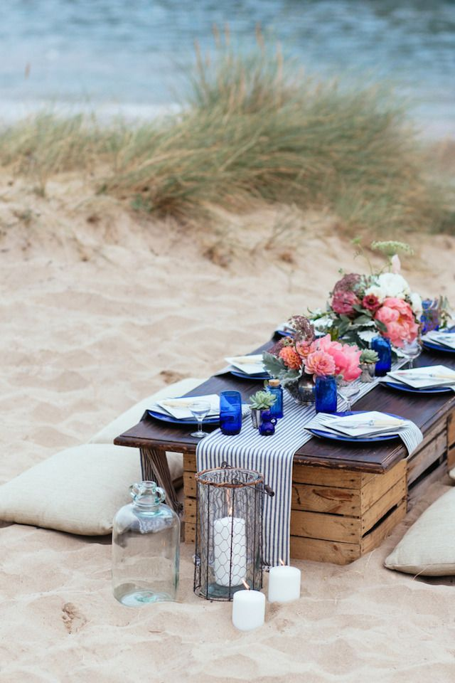 Laid back beach wedding reception | Sarah Falugo Photography | see more on: http://burnettsboards.com/2014/04/unique-beach-wedding-inspiration-shoot/