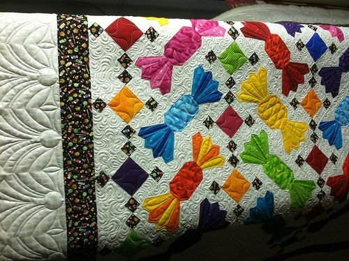 Cute candy quilt. Dresden plate paddles for the wrapper twists.