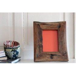 Cadre photo en bois de récupération 23x 27 cm. NZITO. Tanzanie. 39€