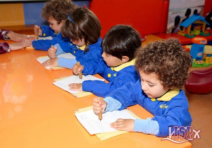 P2 #BabygardenISP practica la precisión,la coordinación ocupo-manual y la concentración #InteligenciasMúltiplesISP #EstimulaciónTempranaISP