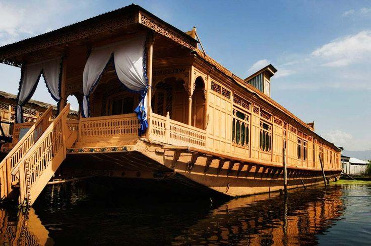 Facade of a houseboat dal lake srinagar jammu and for Modern house designs in kashmir