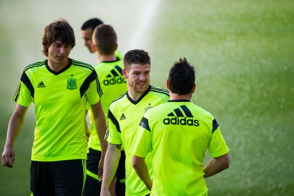 Alberto Moreno (C) of Spain chats with his teammate Santi Cazorla of Spain during a training session ahead of their international friendly match against Bolivia at the Ramon Sanchez Pizjuan stadium on May 29, 2014 in Seville, Spain.