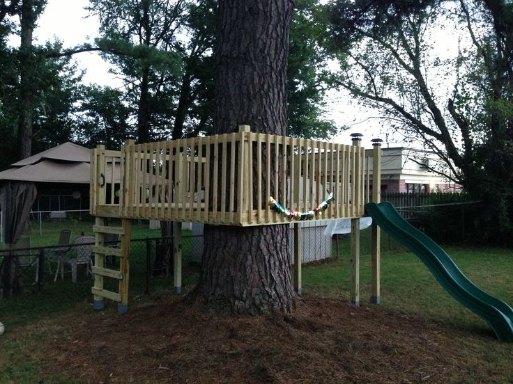 Best 25 tree deck ideas on pinterest tree house deck for Homemade forts outdoors