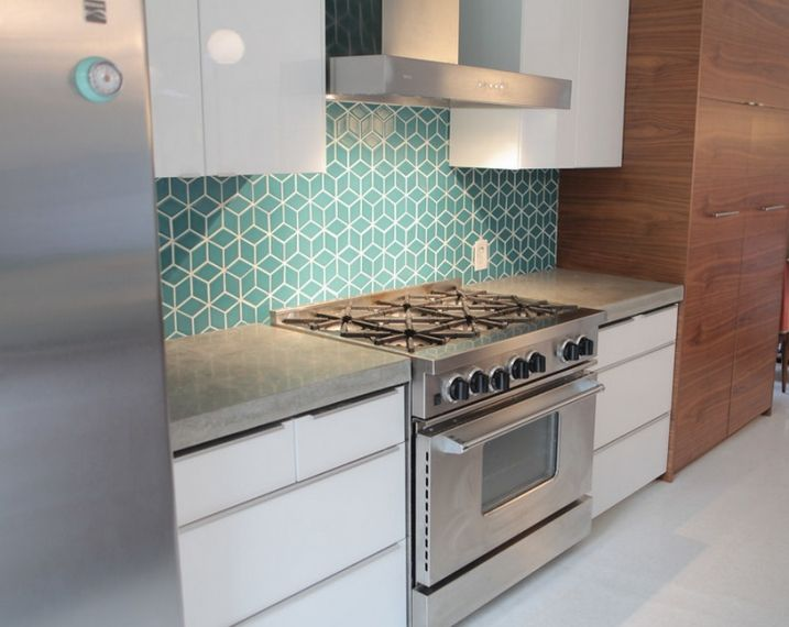 Exemples de cr dences de cuisine g ometriques turquoise for Deco carrelage cuisine