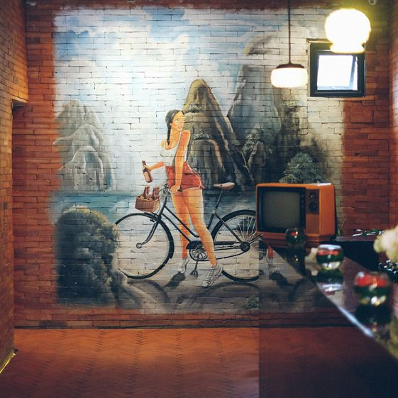 68 Best Mural Styles-Restaurant And Bar Images On