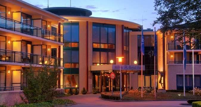 Hilton Royal Parc-Soestduinen hotel - Exterior in the Evening מלון נחמד מזרחית לאוטרכט, 116 יורו ללילה, חדר מזוגי מרווח עם מיטה מתקפלת נוספת