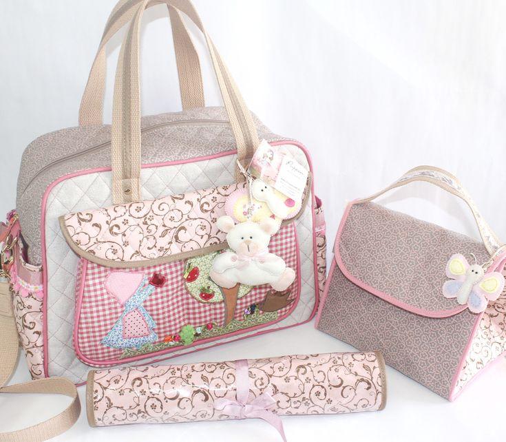 Kit Maternidade menina - Bolsa artesanal trabalhada no bordado com divisórias internas e suporte na lateral para mamadeiras. Frasqueira e troca fraldas impermeáveis.