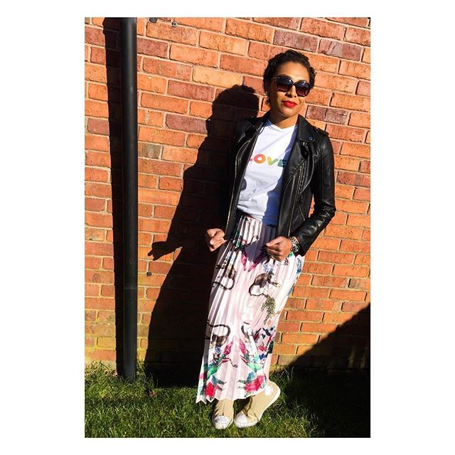 Hopefully this OOTD from the weekend might conjure up some sun and warm weather for the rest of this week! 1. T-Shirt: Zakee Shariff (London). 2. Leather Jacket: Miss Selfridge. 3. Pleated Maxi Skirt: Unbranded (got it off eBay for 4.99). 4. Sneakers: Gold Converse Zip Up Hi-Tops. . . . . #fijianintheuk #fijianblogger #fijianexpat #fijianinyork #yorkbloggers #ootd #wiwtoday #maxipleatedskirt #pleatedskirts #lovetshirt #zakeeshariff #leatherjackets #missselfridges #converseonestar…
