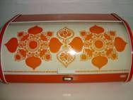 FROM: www.TRENDYenser.com IRA retro breadbin from the 70s designed by Antita Wangel. IRA retro brødkasse fra 70'erne. #ira #denmark #danmark #breadbin #broedkasse #anita #wangel #retro #kitchenware