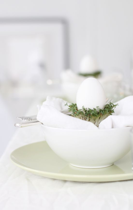 .: Easter Dinners, Tables Sets, Easter Tables, Easter Decor, Easter Eggs, Eggs Cups, Happy Easter, Tables Decor, Easter Ideas
