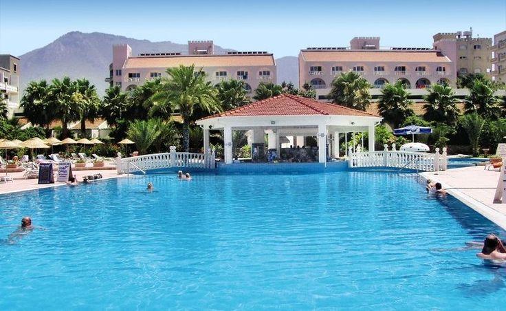 Dein Badeparadies auf Zypern: 7 Tage im 3-Sterne Hotel direkt am Meer mit Frühstück, Wasserrutschen-Pool, Flug + Transfer ab 360 € - Urlaubsheld   Dein Urlaubsportal
