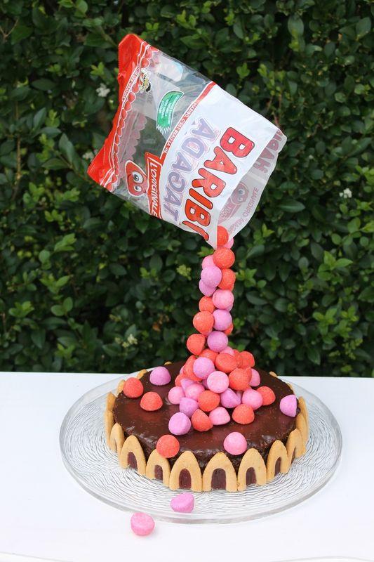 Je vous avait promis un autre gravity cake et comme je tiens toujours mes promesses, le voici ! Cette fois, nous allons le déguster dans le jardin afin de profiter de ce beau soleil et par la même occasion participer au défi recettes de du mois de juin....
