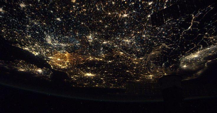 La Belgique «et ses autoroutes» sont tombées dans l'œil du photographe le plus célèbre de l'espace.