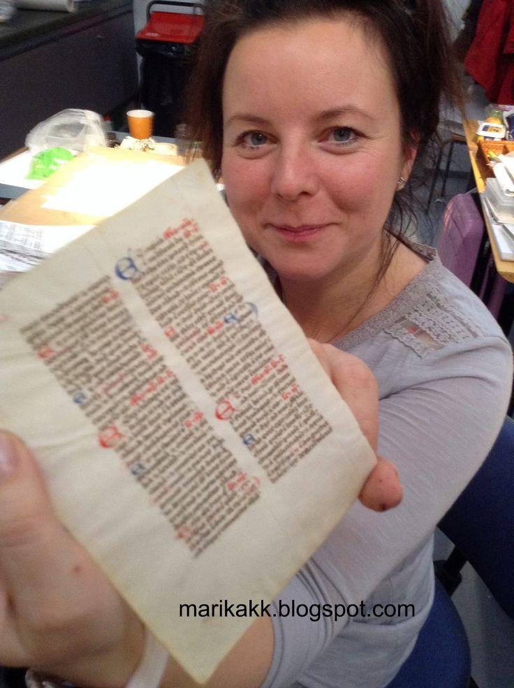 me and very old manuscript - minä ja erittäin vanha käsinkirjoitus