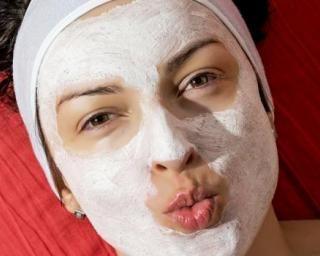 Masque visage purifiant maison au bicarbonate de soude : http://www.fourchette-et-bikini.fr/recettes/recettes-minceur/masque-visage-purifiant-maison-au-bicarbonate-de-soude.html
