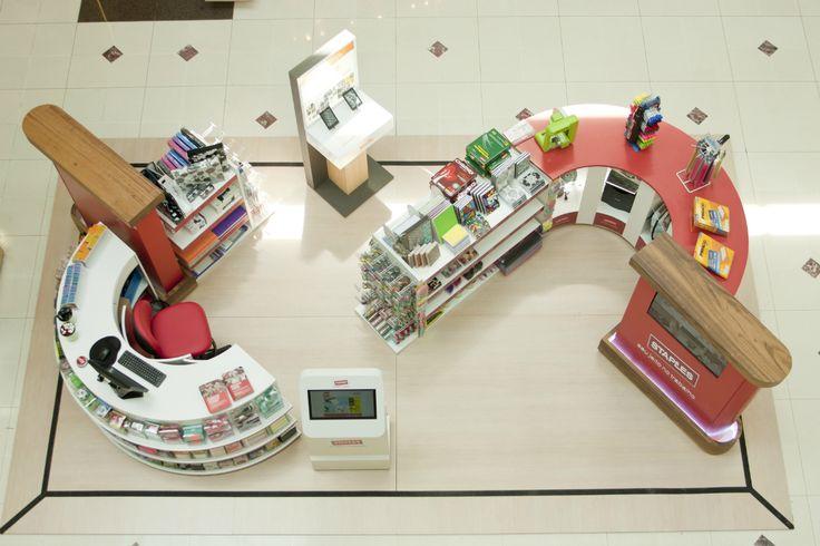 #NoVarejoPeloMundo: A maior varejista de material para escritório do mundo, Staples inaugurou sua primeira loja física no Brasil no shopping Market Place, na capital paulista. A marca já atendia o mercado nacional através do e-commerce. Com 2,3 mil lojas em 26 países, empresa enfrenta problemas no varejo offline norte-americano.  #retail #NoVarejo #staples