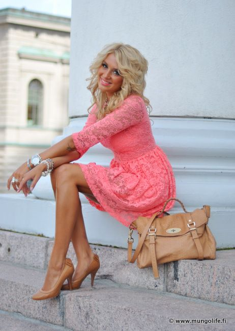 Coral lace dress w/ nude accessories.  I want this dress