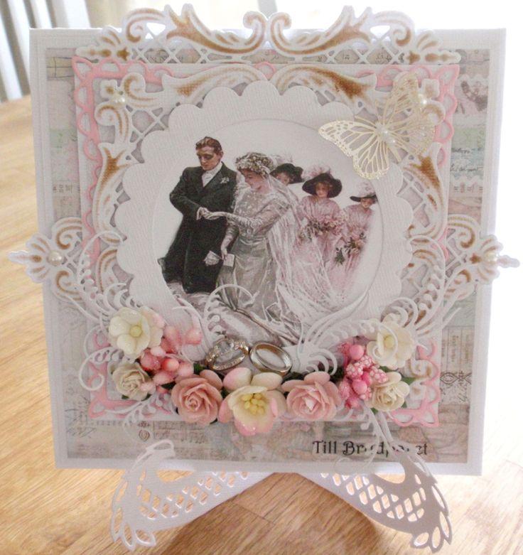 Hos Kort o Mania  är Blomster.   Jag har gjort ett bröllopskort som jag lämnar in till blomsterutmaningen.        Det vackra kortstället är ...