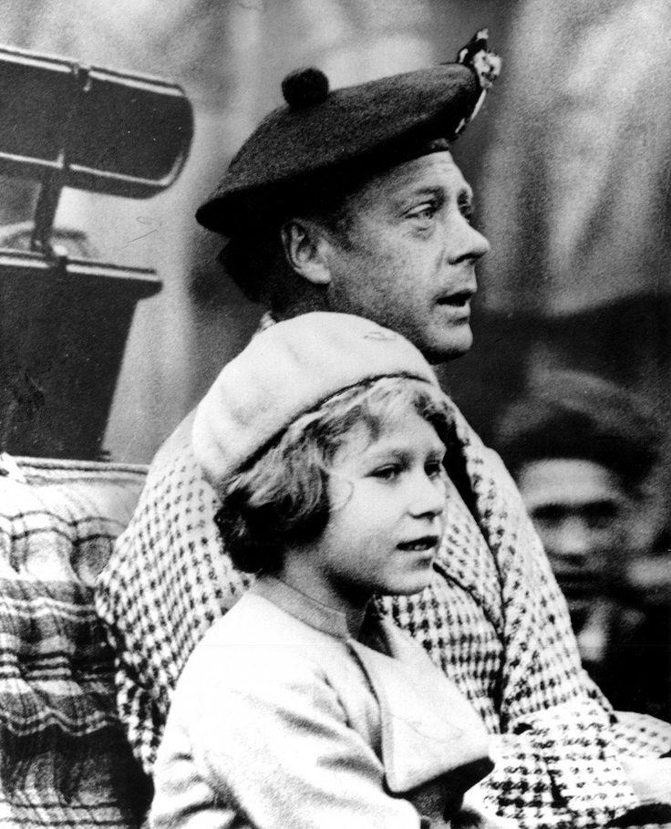 Princesse Elizabeth avec son oncle Edward, alors prince de Galles.  A cette époque, il était pas dans les cartes que Elizabeth deviendra même le souverain.