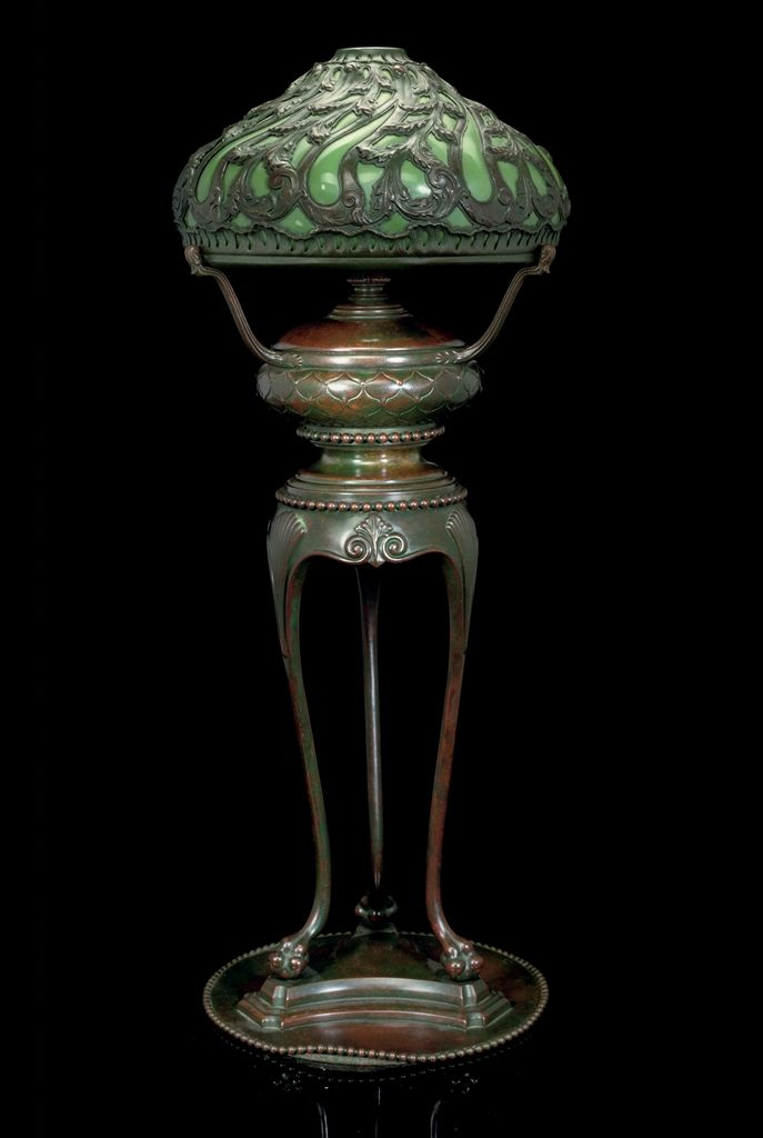 TIFFANY STUDIOS (1880-1930) -  TABLE LAMP WITH MOULD-BLOWN SHADE AND 'CHINESE' BASE, CIRCA 1910
