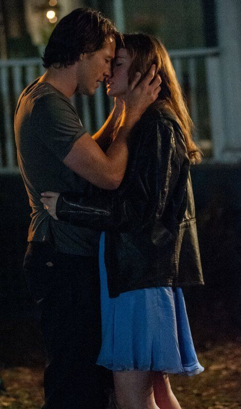 Still of Liana Liberato and Luke Bracey in The Best of Me (2014)
